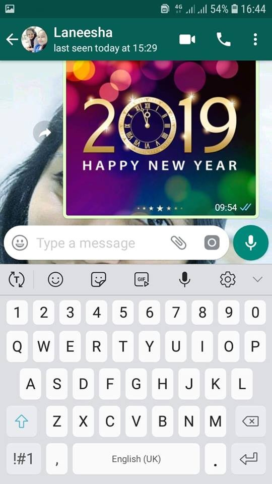 Use voice recording to send messages to your friends in whatsapp